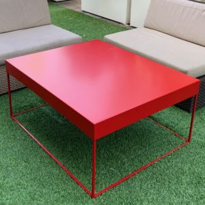 Table basse de jardin rouge piment